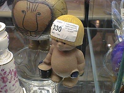 1 Keramikfigur pojke med hink